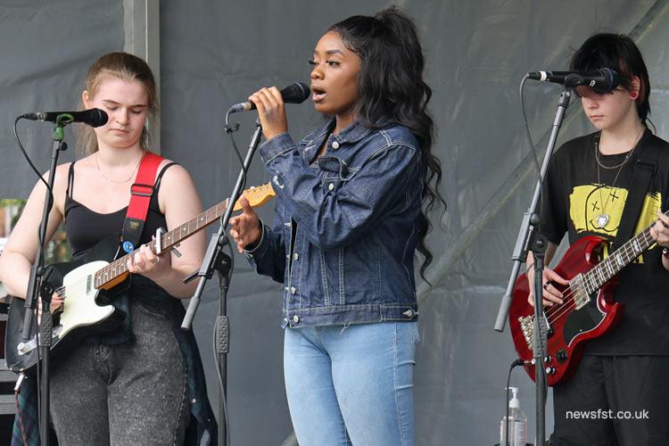 Singer Alison